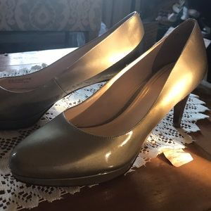 Brand new Cole Hahn pumps